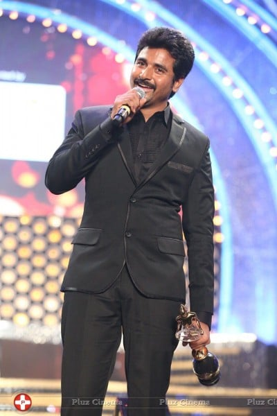 8th_Vijay_Tv_Awards_2014_Photos-2H0A2297_JPG-0ca5983643d3ebdfc6a0dd52ffe4a43f