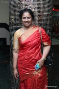 Lakshmi-Ramakrishnan-at-Nerungi-Vaa-Muthamidathe-Premiere-Show-(1)5701