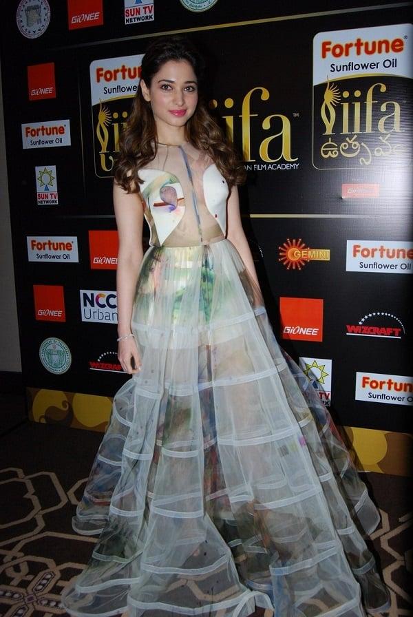 Tamanna-Transparent-in-IIFA-Awards (5)