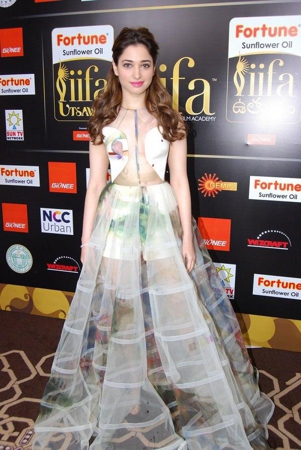 Tamanna-Transparent-in-IIFA-Awards (6)