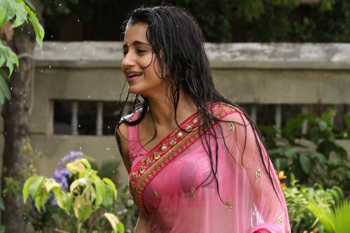 trisha-hot-in-aranmanai-2-hd-images (11)