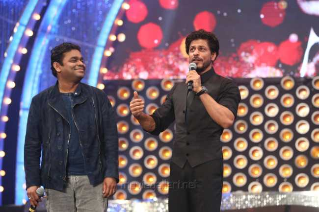AR Rahman, Shahrukh Khan @ Vijay Awards 2014 Photos