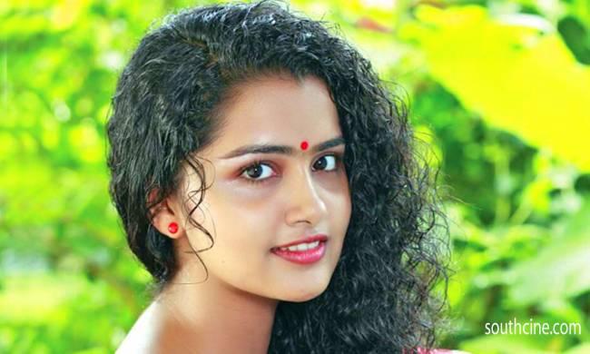 Top 10 Cute Malayalam Heroines in Tamil Cinema 2