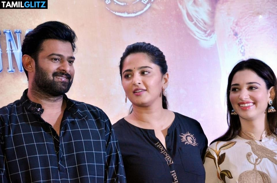 10 Unseen Photos of Anuskha and Prabhas 7