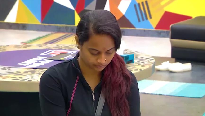 Suja Waiting For Call, Arav And Snehan Irritate Her 9