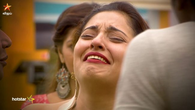 Mumtaz Crying | Vote Bigg Boss Tamil