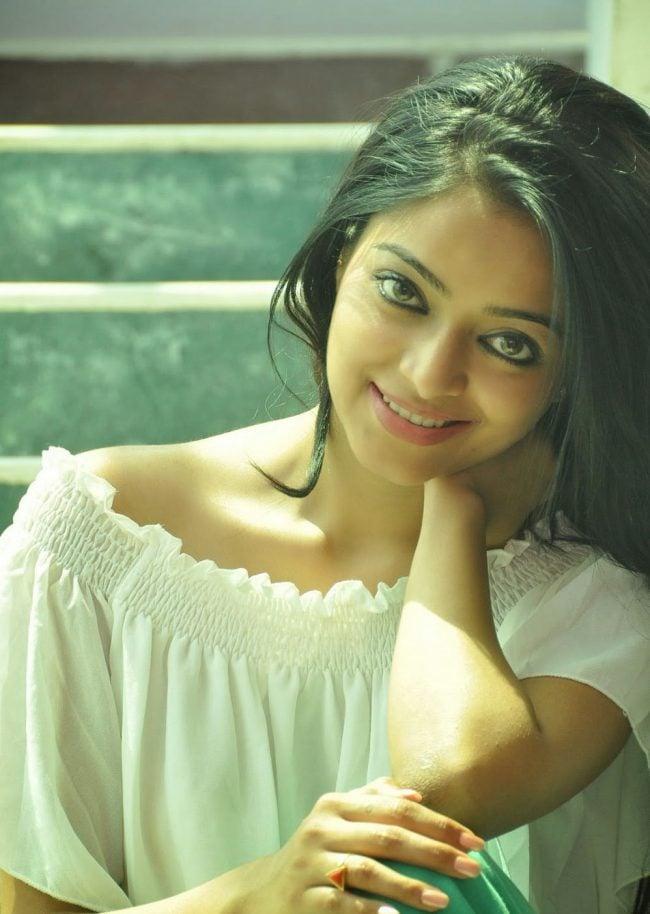 Janani Iyer Photos - HD Images 1