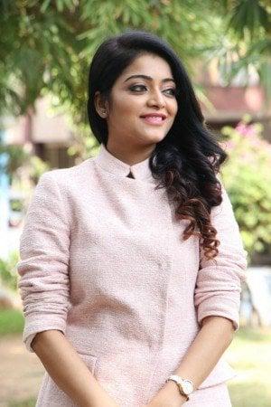 Janani Iyer Photos - HD Images 3