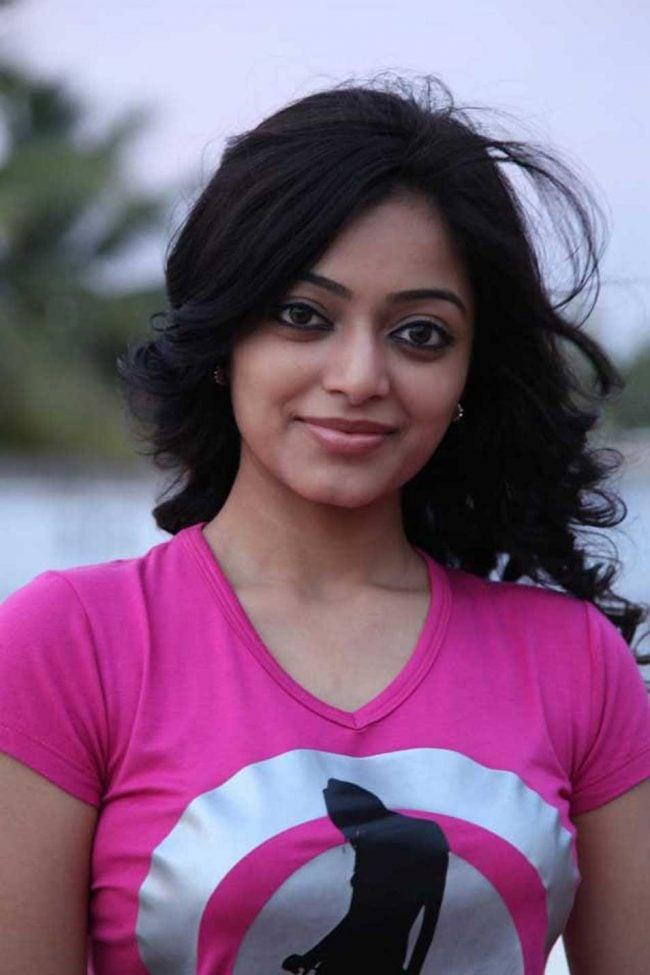 Janani Iyer Photos - HD Images 8