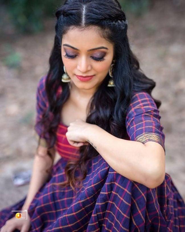Janani Iyer Photos - HD Images 2