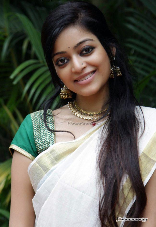 Janani Iyer Photos - HD Images 6