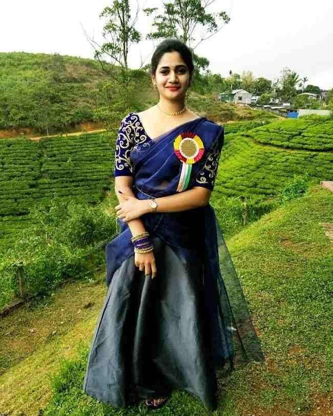 Losliya Photos (HD Images) - Bigg Boss Tamil 21