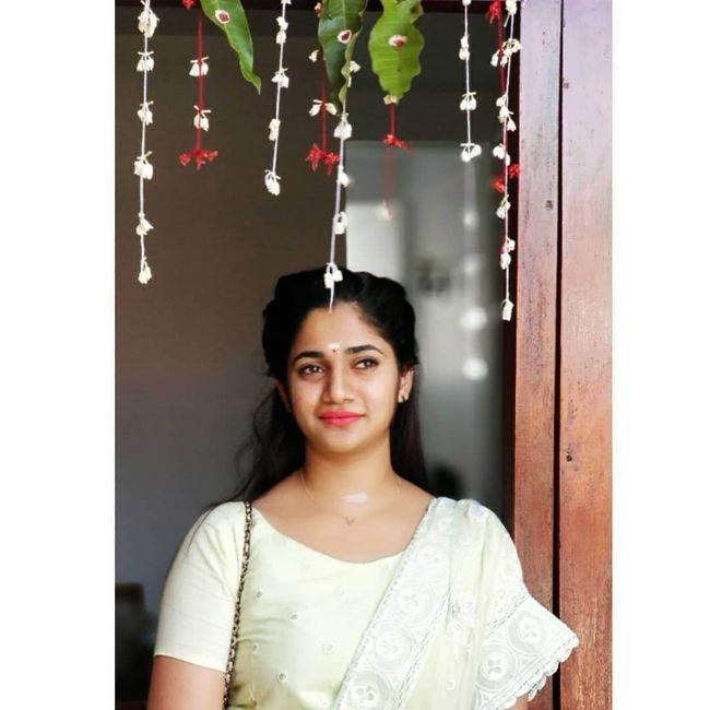Losliya Photos (HD Images) - Bigg Boss Tamil 29