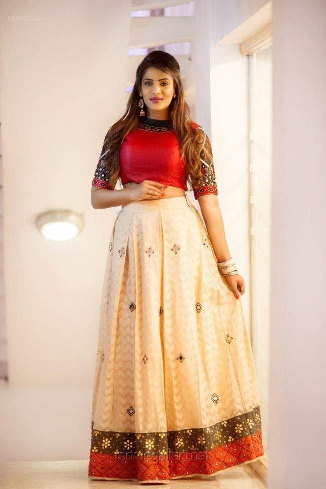 Meera Mitun Photos (HD Images) - Bigg Boss Tamil 24