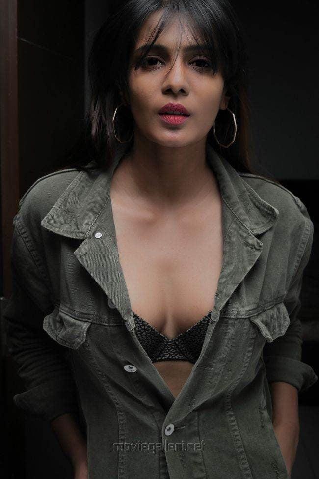 Meera Mitun Photos (HD Images) - Bigg Boss Tamil 29