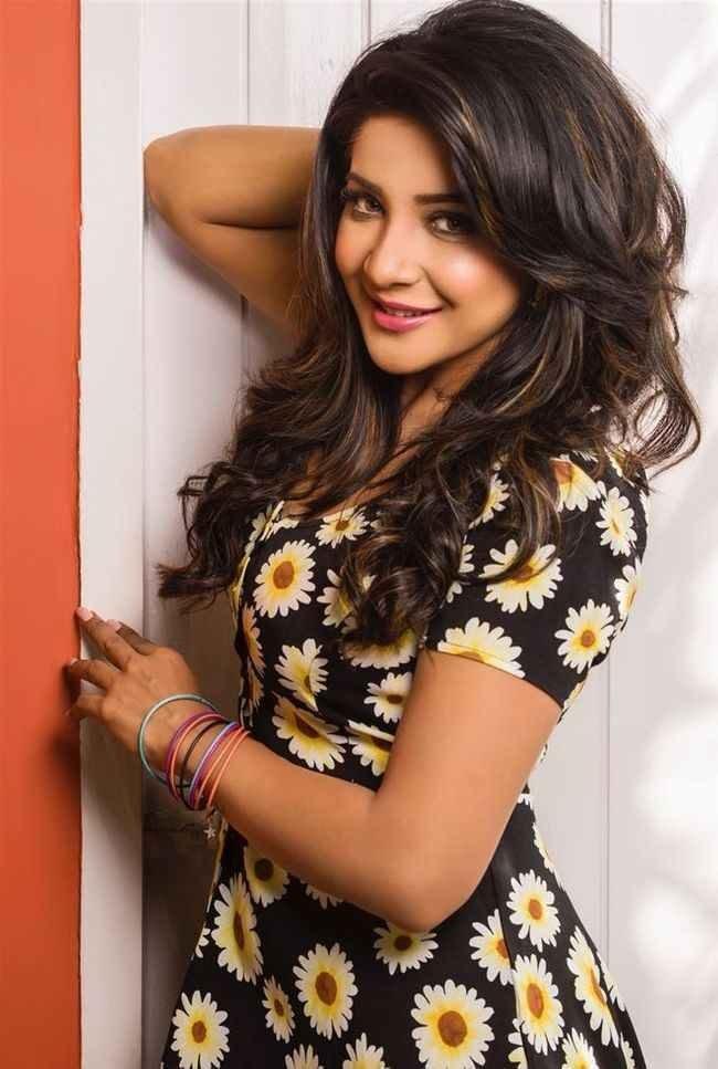 Sakshi Agarwal Photos (HD Images) - Bigg Boss Tamil 28