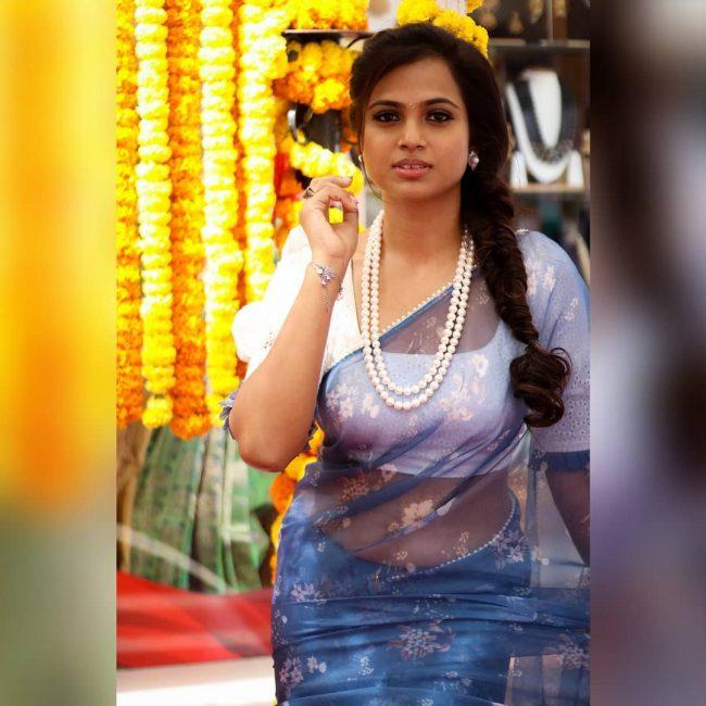Actress Ramya Pandian instagram
