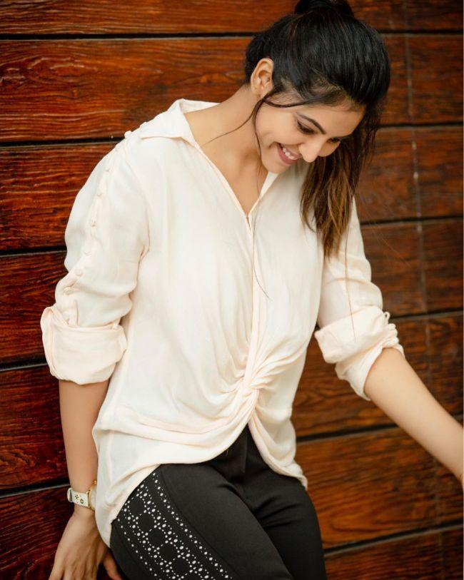 Athulya Ravi White Shirt