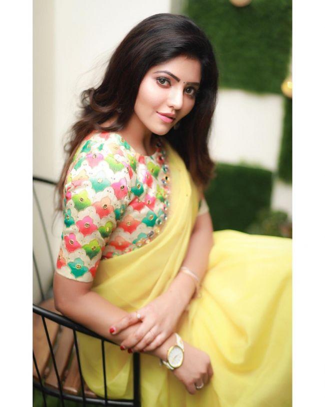 Athulya Ravi Yellow Saree