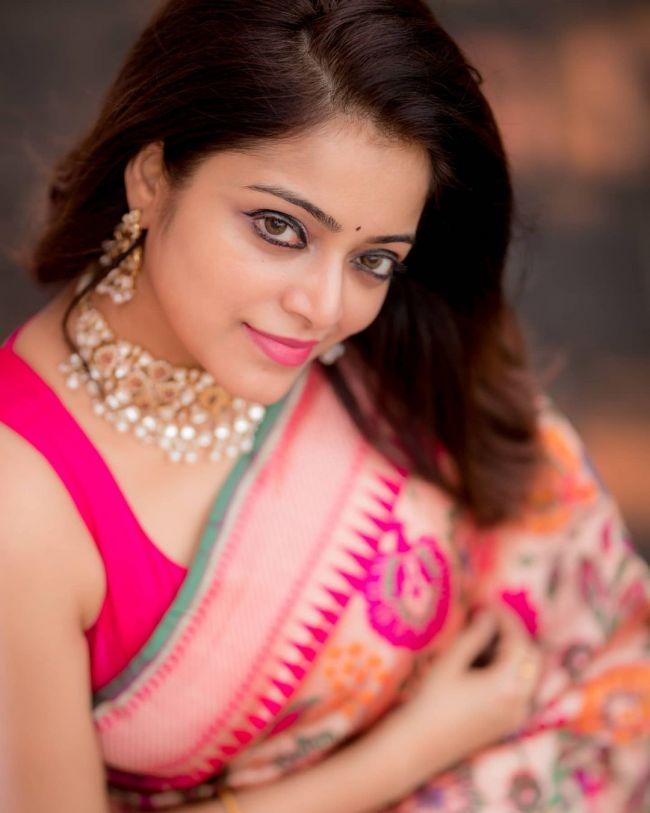 Janani Iyer in Pink Saree