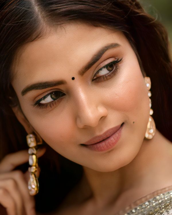 Malavika Mohanan Charming