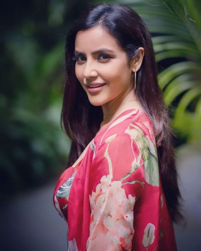 Priya Anandin Pink
