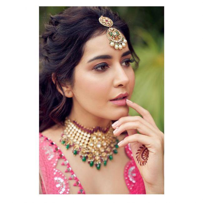 Raashi Khanna Beautiful